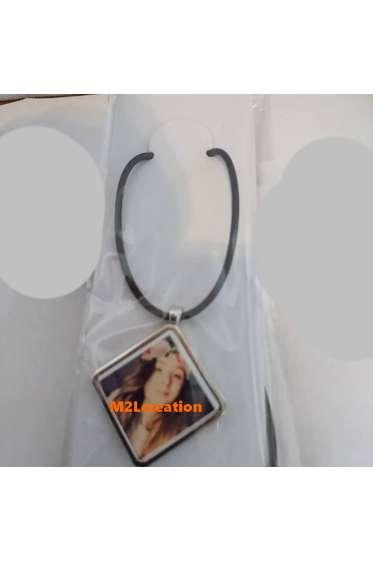 Pendentif losange en argent métal avec collier cuir